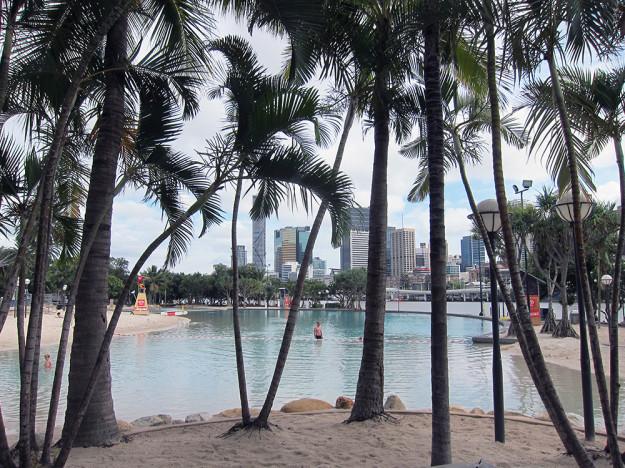 Här i Brisbane har de också en public pool man kan bada vid.