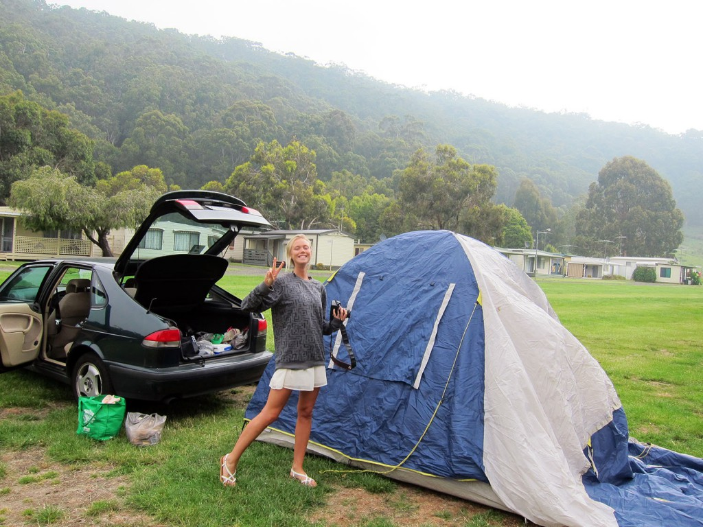 Vädret var disigt och vi beslöt oss för att smälla upp tältet, äta middag och spela kort.
